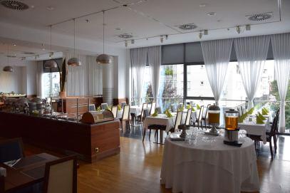Austria Trend Hotel Restaurant seating