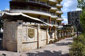 Dinasty Hotel Tirana Exterior