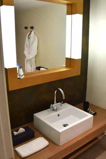 Londa Beach Hotel Room Sink