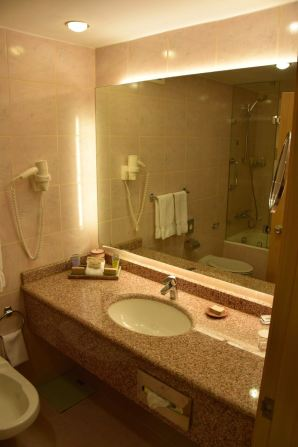 Movenpick Petra Room Bathroom Sink