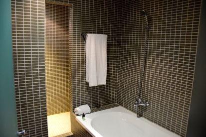 AC Hotel Pisa Room Bathroom Bath
