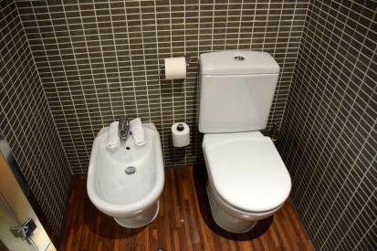 AC Hotel Pisa Room Bathroom Toilet