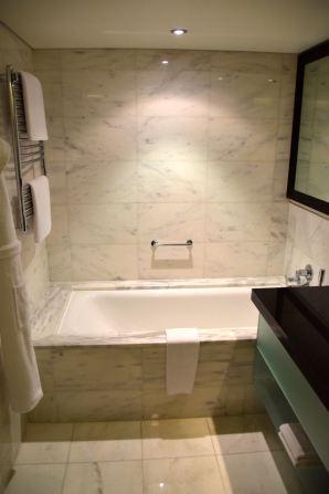 Hyatt Regency Kiev Room Bathroom