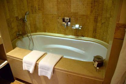 Kempinski Ishtar Dead Sea Room Bathroom Tub