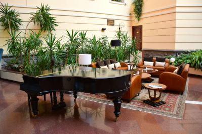 Royal Tulip Yerevan Atrium Piano