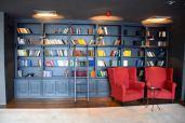 Holiday Inn Tbilisi Library