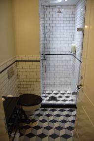 Kvosin Downtown Hotel Bathroom Shower