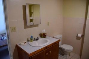 hotel-robert-reimers-room-bathroom2