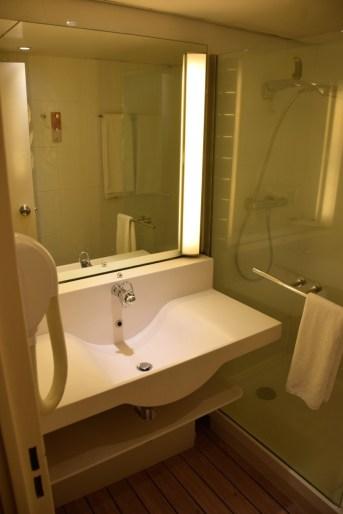 novotel-orisha-cotonou-room-bathroom