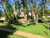 omali-lodge-garden-path