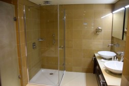 radisson-blu-mbamou-palace-room-bath-version-2