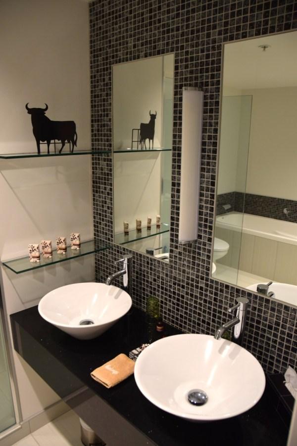 regent-of-rotorua-room-bathroom