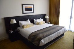 grand-papua-room-bed
