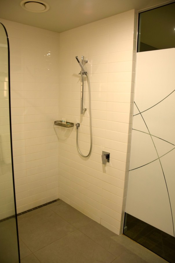 grand-pacific-hotel-room-shower