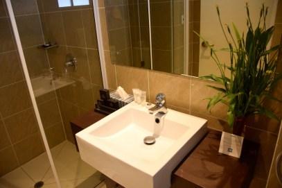 heritage-park-hotel-room-bathroom