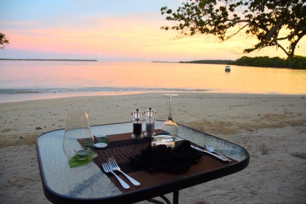 sunrise-beach-cabanas-sunset-dining
