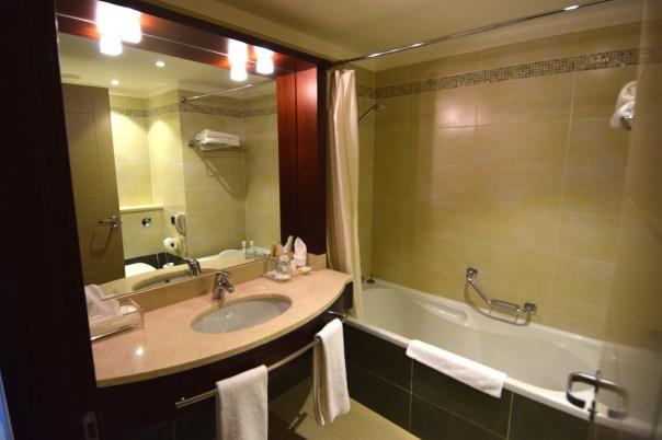 corinthia-hotel-khartoum-room-bath