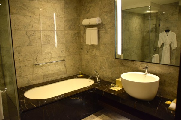 hyatt-city-of-dreams-room-bath