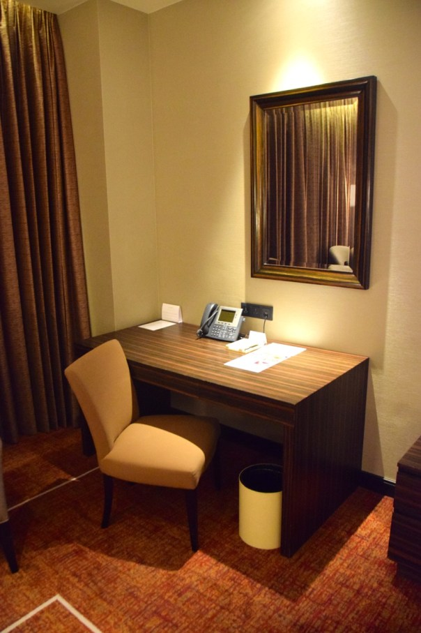 hyatt-city-of-dreams-room-desk
