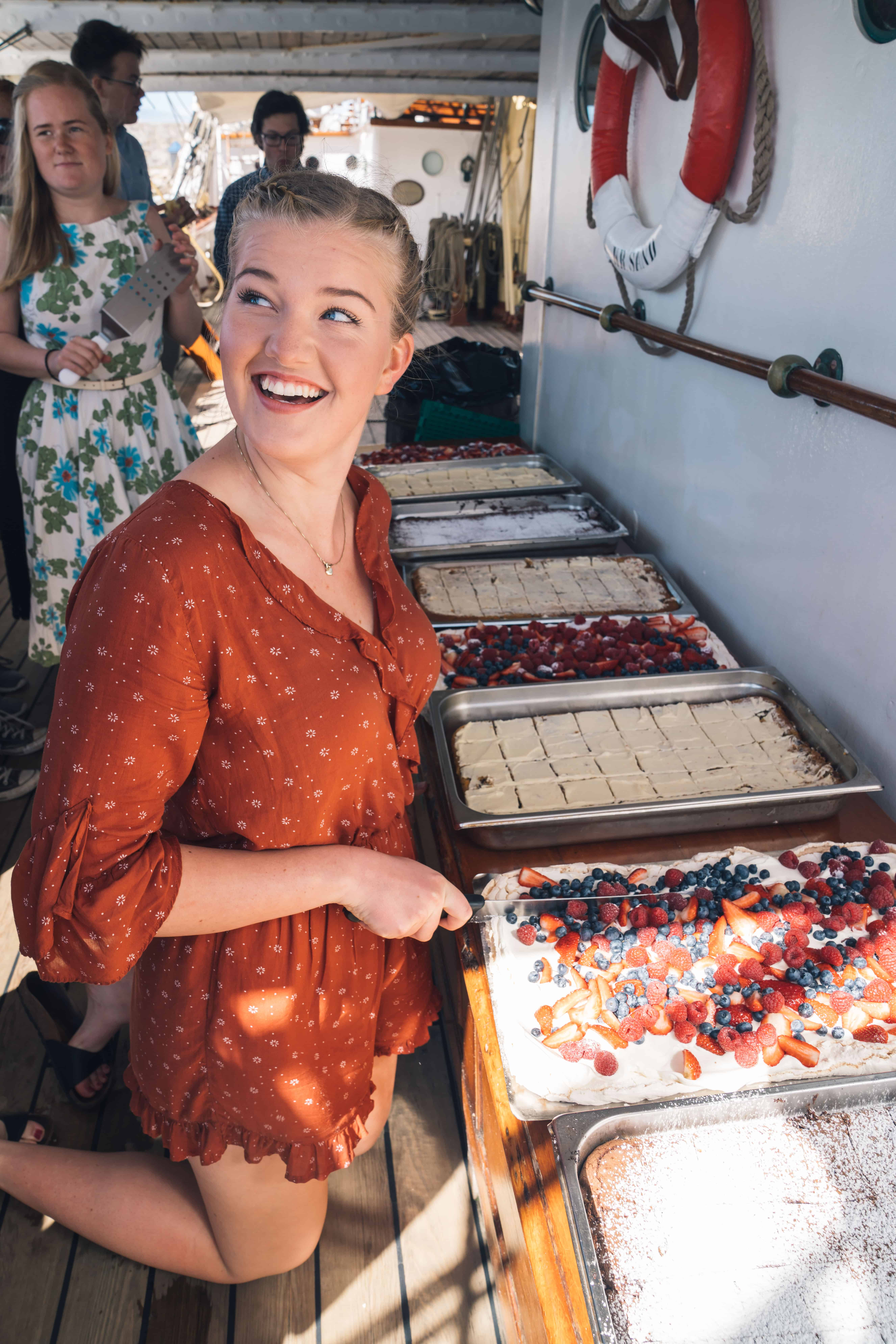 2017 May 17 Spain Norway's National Day Louise with the cakes