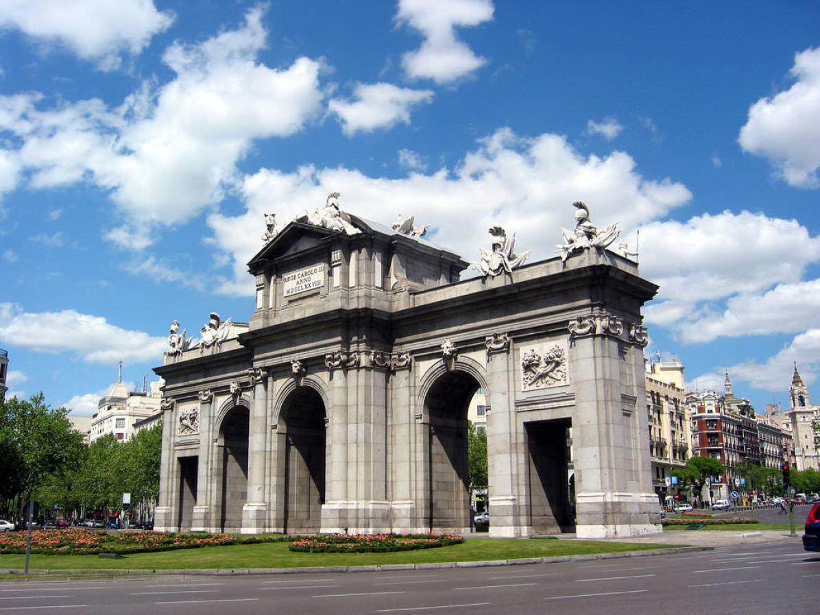 Puerta de Alcala, Madrid - by Pablo Sanchez:Flickr