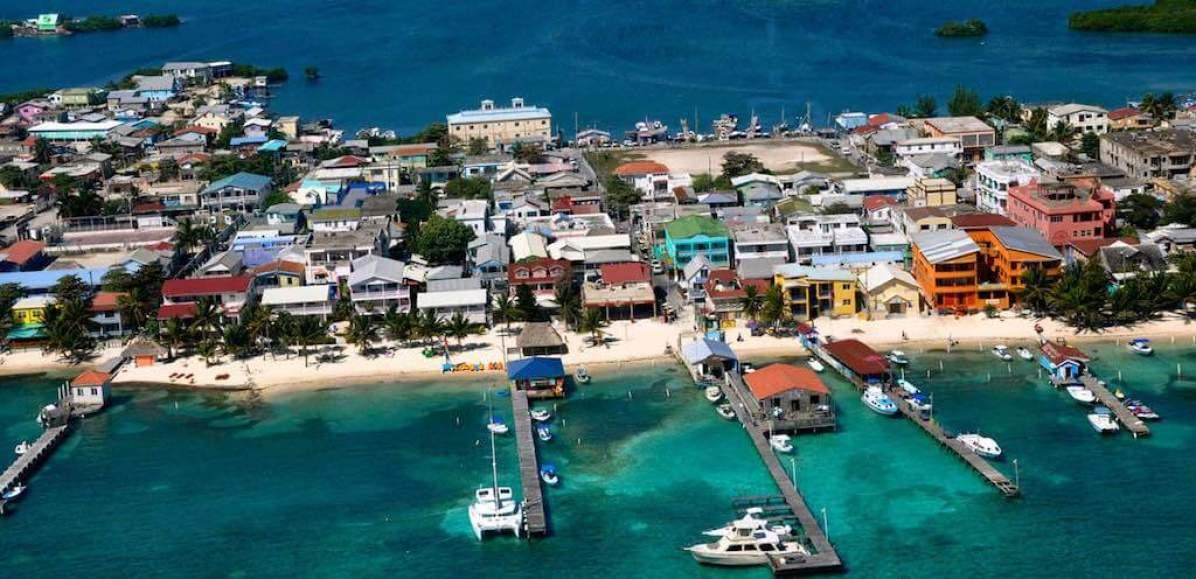Ambergris Caye, Belize - by www.lasterrazasresort.com