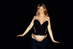 Fröhliche Schwangerschaft, luftige Babybauchbilder!