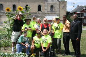peace-group-at-urban-garden-project-with-garden-operators-300x200