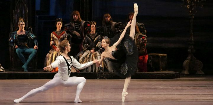 5.BOL_SWAN_LAKE_Svetlana_Zakharova_and_Denis_Rodkin_cDamir_Yusupov