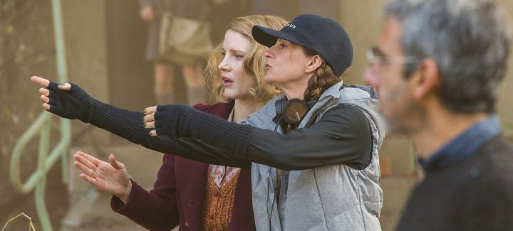 4101_D006_02496_R (ctr l-r) Jessica Chastain and director Niki Caro work out a scene on the set of THE ZOOKEEPER'S WIFE, a Focus Features release. Credit: Anne Marie Fox / Focus Features
