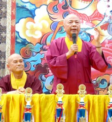 圖為中國真佛宗密教總會理事長蓮歐上師致詞。