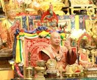 2017年7月1日晚間,美國西雅圖雷藏寺恭請蓮生法王盧勝彥主持週六會同修,同修本尊是西方極樂世界教主阿彌陀如來,善信護持。圖為盧師尊。