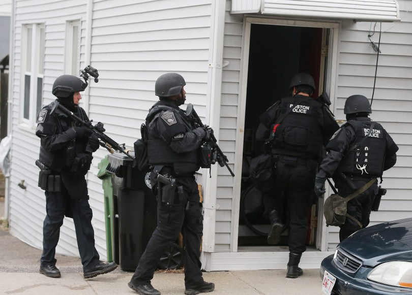 SWAT team members search for one remaining suspect at a residential building. (Mario Tama/Getty Images)
