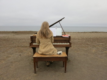 The dozen old pianos that Artist Mauro Fortissimo hauled out to the beaches of San Mateo County are inspiring spontaneous concerts. (Francesca Segrè/KQED)