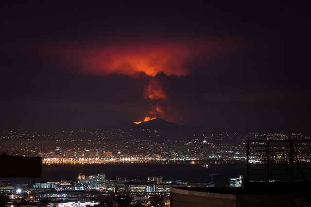 Mount Diablo burns in image taken Sunday evening, the first evening of the Morgan fire. (Photo courtesy of Karl Frankowski, @karlfrankowski)