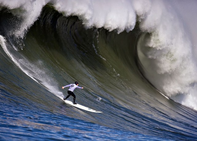 From the 2010 Mavericks surf contest (Jacobovs / Wikimedia Commons