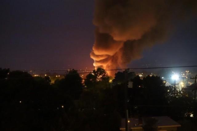 The smoke column on Saturday night as seen from Delaware Street. (Raph Levien/Berkeleyside)