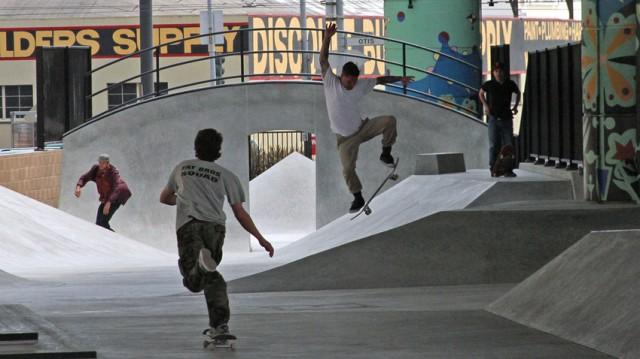 Skaters at San Francisco's new SOMA West skatepark. (Alexandra Garreton/KQED)