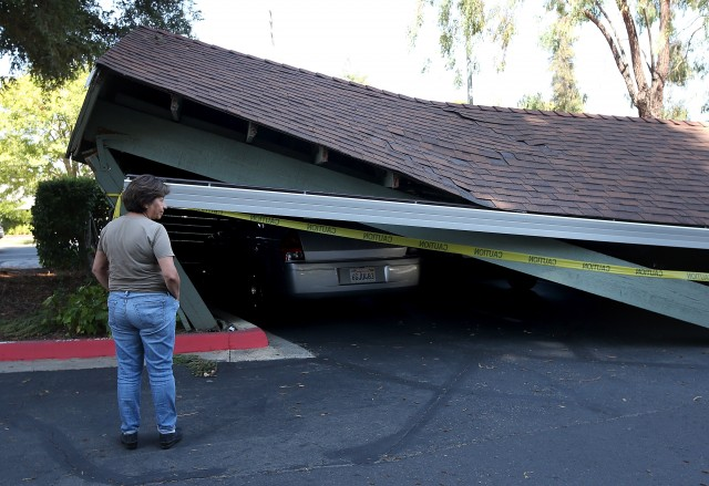 A collapsed carport. (Justin Sullivan/Getty Images)