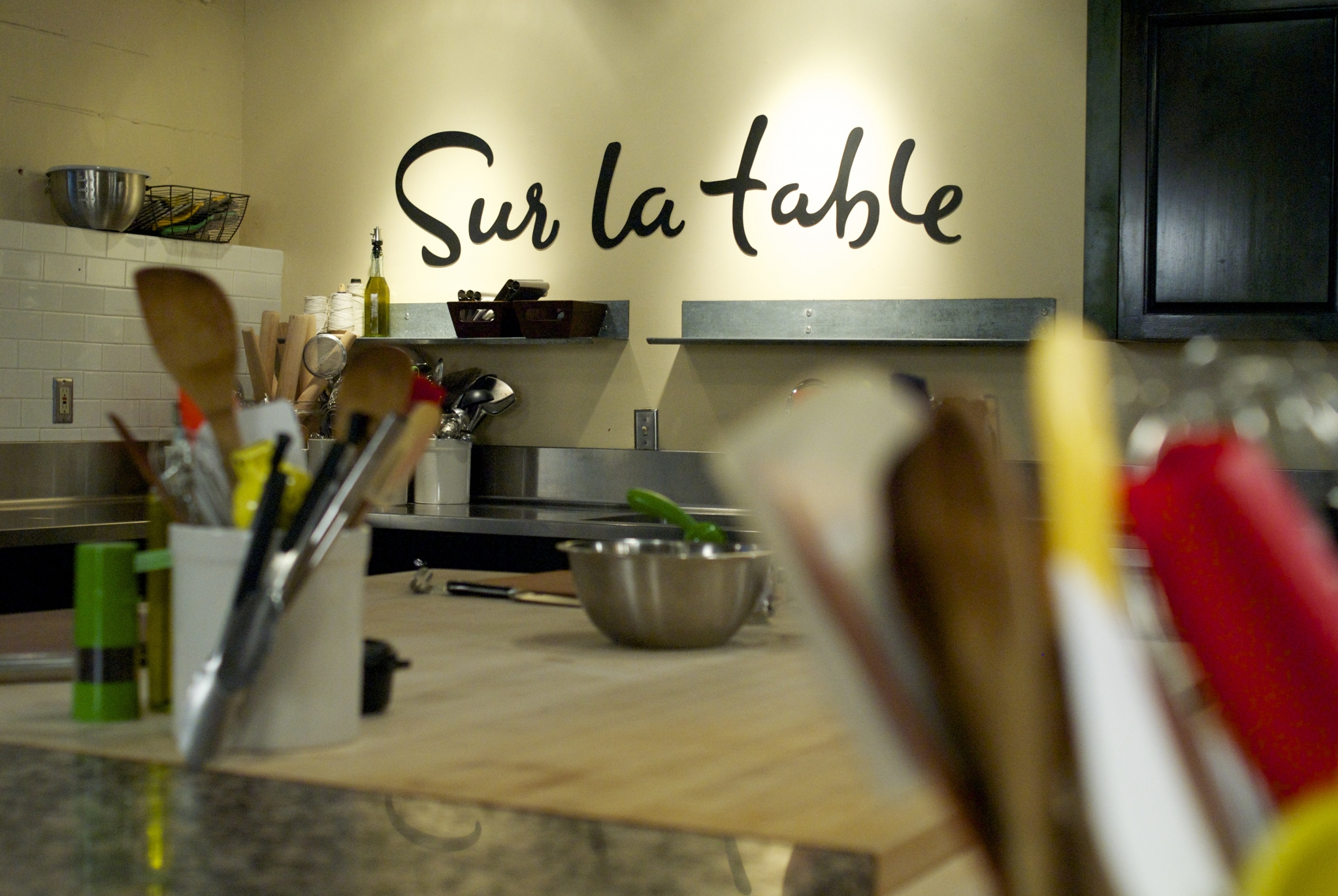 Get a deal on cooking school at new Baybrook Sur kitchen table cooking school Get a deal on cooking school at new Baybrook Sur La Table Houston Chronicle