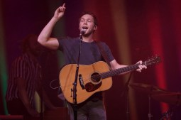 Phillip Phillips_003
