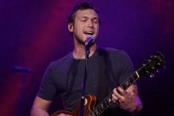 Phillip Phillips_004