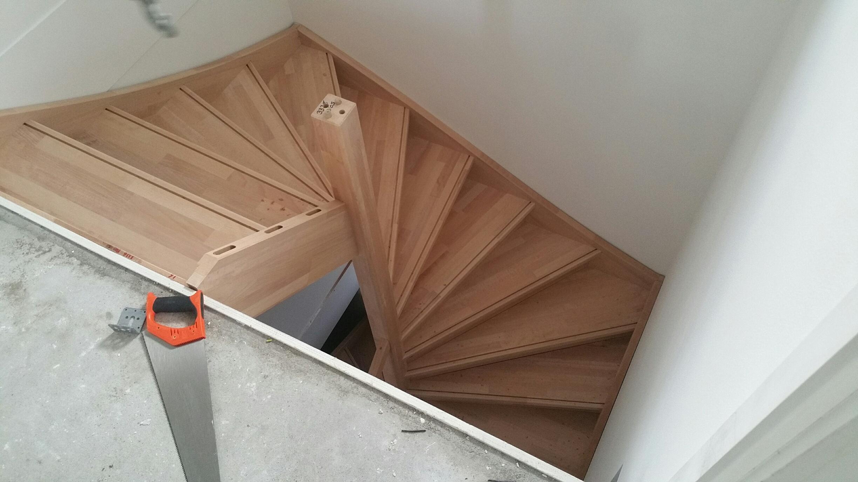 Trappen foto 39 s van trappen geplaatst gemonteerd door for 2 kwart trap