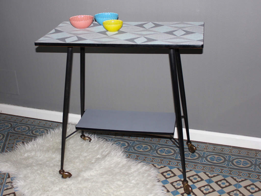 table t l roulettes relook e 1 rue vintage. Black Bedroom Furniture Sets. Home Design Ideas