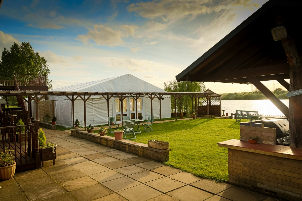 Grendon lakes wedding venue 1st class wedding for Wedding venues open late