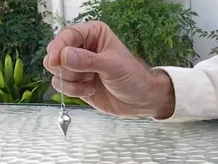 utiliser-pendule-divinatoire