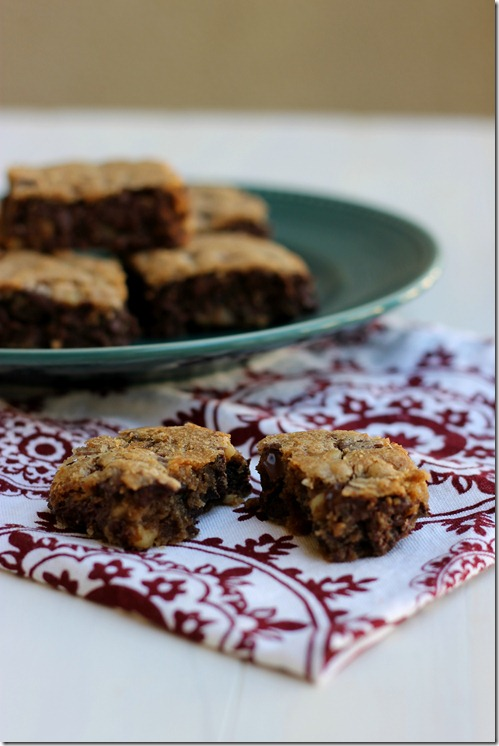 Ooey Gooey Chocolate Chip Blondies {from 2 Sisters 2 Cities}