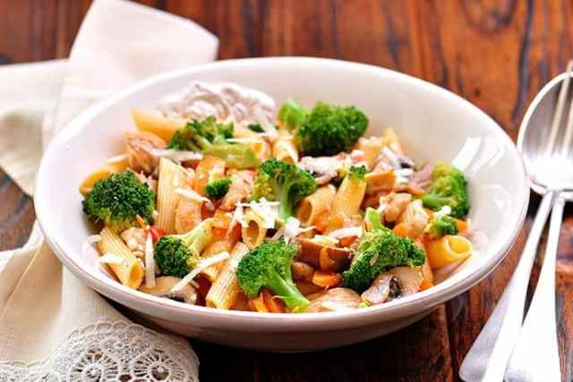 Quick and Healthy Sweet Basil and Roasted Garlic Sausage with Penne Pasta