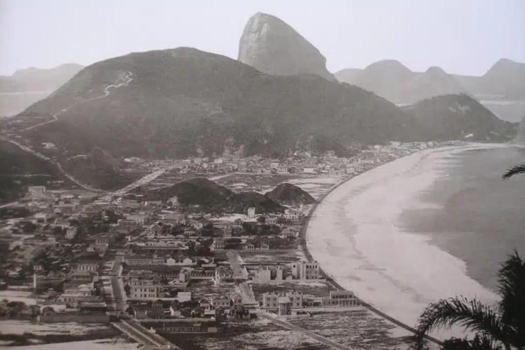 Foto antiga de Copacabana, no Rio de Janeiro