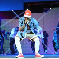 Yay or Nay? Burna Boy Rocks Unusual Outfit To Perform | Photos